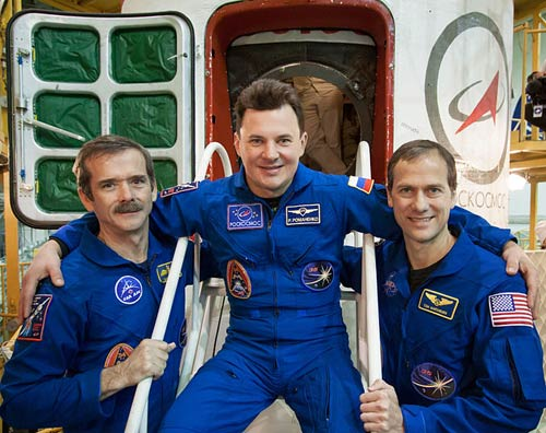 Soyuz Commander Roman Romanenko is in the center with Flight Engineer Tom Marshburn and Chris Hadfield.